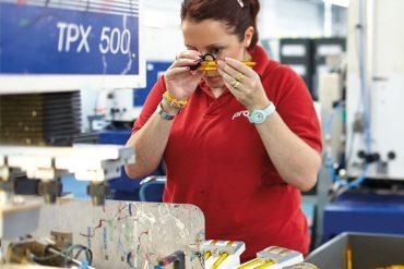 prodir-woman-at-work